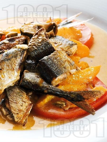 Печена риба зарган с кайсии, домати и бяло вино на тиган - снимка на рецептата